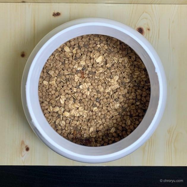 マイプロテインのプロテイングラノーラをレビュー。高タンパクで朝食には良いかものの中身